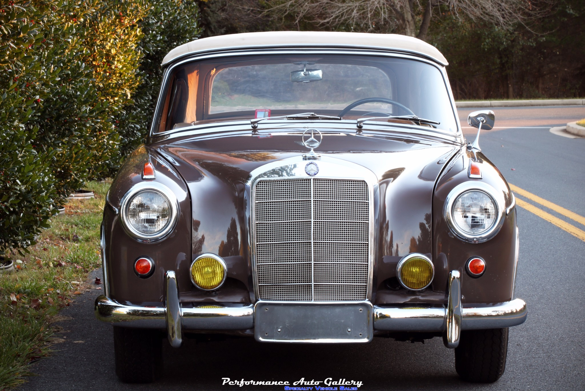 Preview Mercedes-Benz 220S