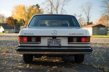 Preview Mercedes-Benz 300D Turbo Diesel