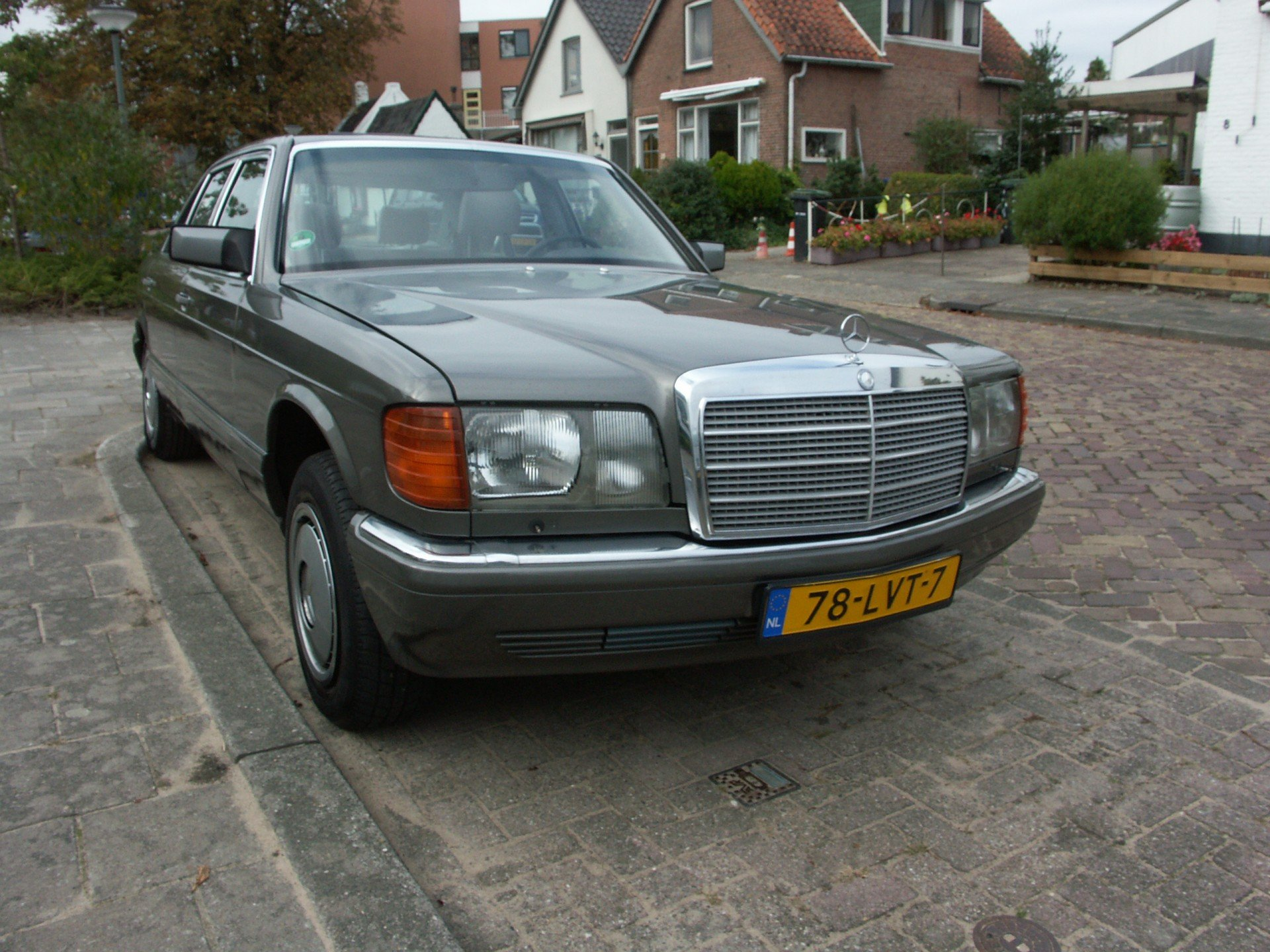 Preview Mercedes-Benz 420SEL